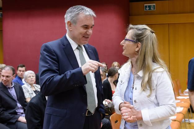 Regierungsrat Alex Hürzeler und Claudia Rüttiman, Präsidentin HGf Aargau.