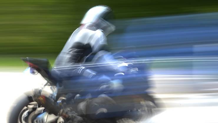 Auf der Staffelegg-Strasse waren zwei Töff-Fahrer massiv zu schnell unterwegs. (Symbolbild)
