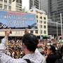 Mehr als 20'000 Menschen haben am Mittwoch im von Buschbränden eingeräucherten Sydney dringende Massnahmen zum Klimaschutz gefordert.