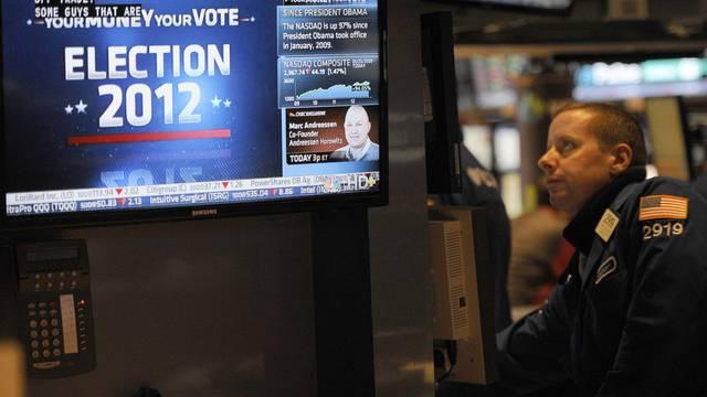 Gebannter Blick auf den Monitor: Händler in New York nach Obamas Wiederwahl