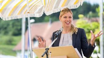 SVP-Strahlefrau Karin Bertschi, hier als Festrednerin an der Bundesfeier in Spreitenbach, will es sich mit dem «Blick» offenbar nicht verscherzen.
