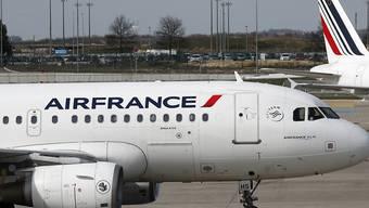 Die Fluggesellschaft Air France hat den Flugverkehr wegen der Coronavirus-Pandemie ebenfalls stark heruntergefahren. In die Schweiz werden die Verbindungen nach Genf und Zürich noch aufrecht erhalten. (Archiv)
