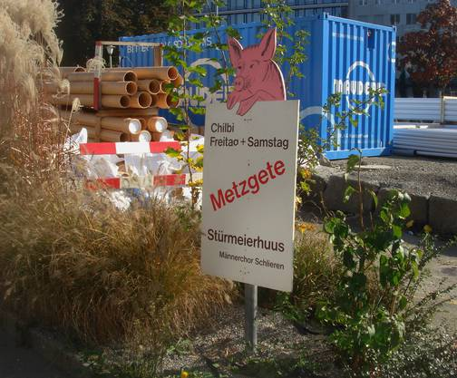 Unsere bekannten Reklametafeln, vis à vis Parkside bei der Baustelle Limmattalbahn