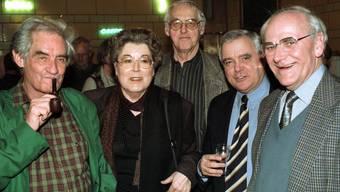 Die Viererbande vereint: Andreas Gerwig (links), Lilian Uchtenhagen (2.v.l.), Helmut Hubacher (Mitte) und Walter Renschler (ganz rechts). Der Zürcher Kantonsrat Anton Schaller (2.v.r.) moderierte 1998 eine Talkrunde mit der einstigen Führungsriege der Sozialdemokraten.