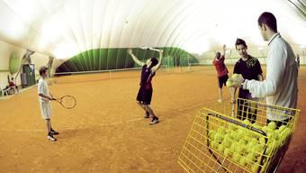 Langsam wird es eng: Laut Marianne Bernet auf den Indoorplätzen der Region, aber auch im Rechtsstreit um den Bau der neuen Tennishalle.