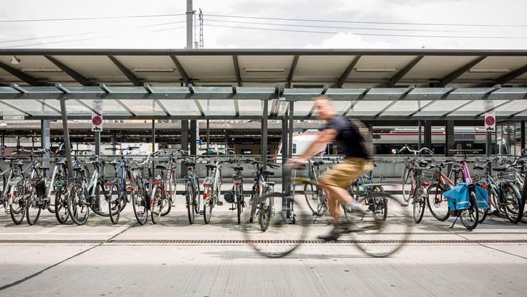 Baden positioniert sich als Velostadt. Doch werden genügend Massnahmen für den Radverkehr ergriffen? SAN/AZ-Archiv