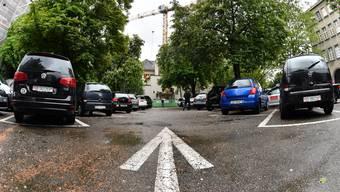 Manchmal führt der Arbeitsweg eines Hausarztes über die Kantonsgrenze. Nicht allen wird die Parkgebühr erlassen. (Symbolbild)