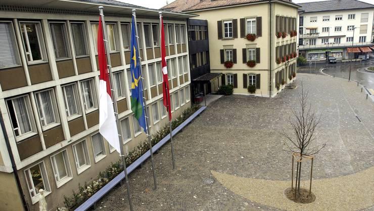 Oberste Dringlichkeit für Gemeinderat und Abteilungsleiter hat die Sanierung des Westtrakts (links) Gemeindehaus Zuchwil.
