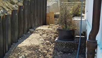 Die Bauarbeiten gingen direkt bis ans Haus: Bis zur Kanalisation hin wurde ein Loch gegraben.