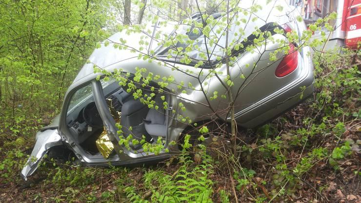 Der Autofahrer verlor in einer steilen Rechtskurve die Kontrolle über das Fahrzeug.