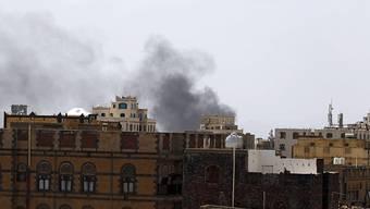 Rauch über Sanaa nach Luftangriffen