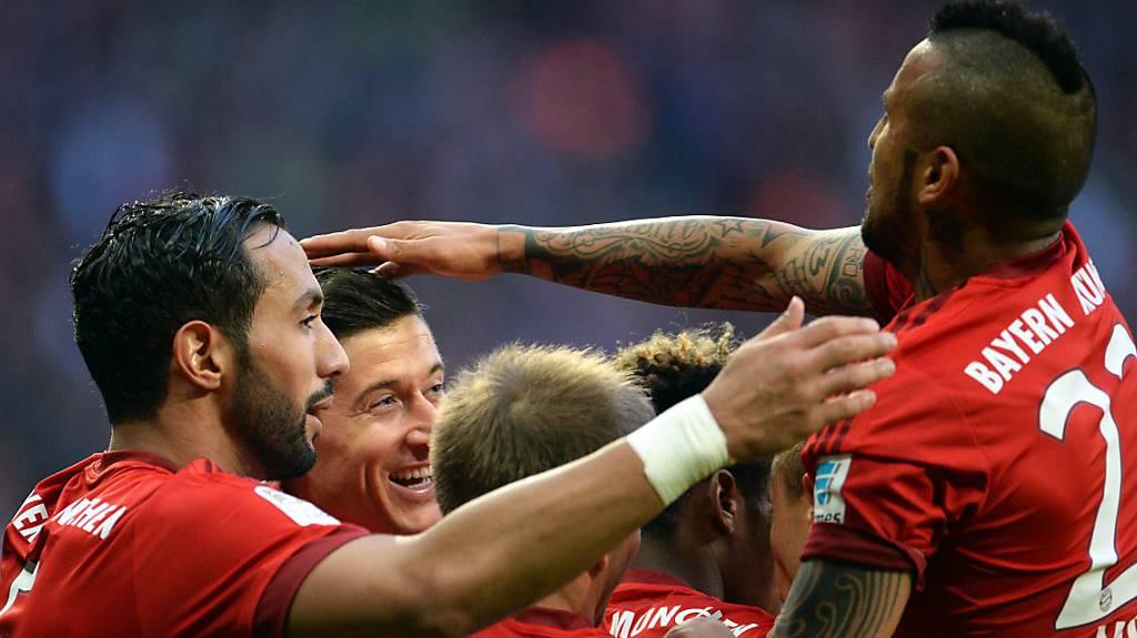 Die Spieler des FC Bayern München machen die #RunningMan Challenge