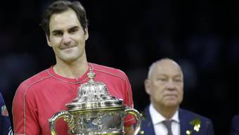 Roger Brennwald (im Hintergrund) sollte Roger Federer auch nach seinem Karriereende für die Swiss Indoors verplfichten.
