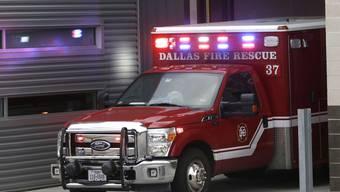 Der Ebola-Patient wurde das zweite Mal mit er Ambulanz ins Spital gebracht.