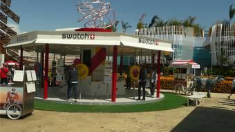 Der Verkaufspunkt von Swatch an der Expo 2015 in Mailand. Links hinten der Pavillon von China.