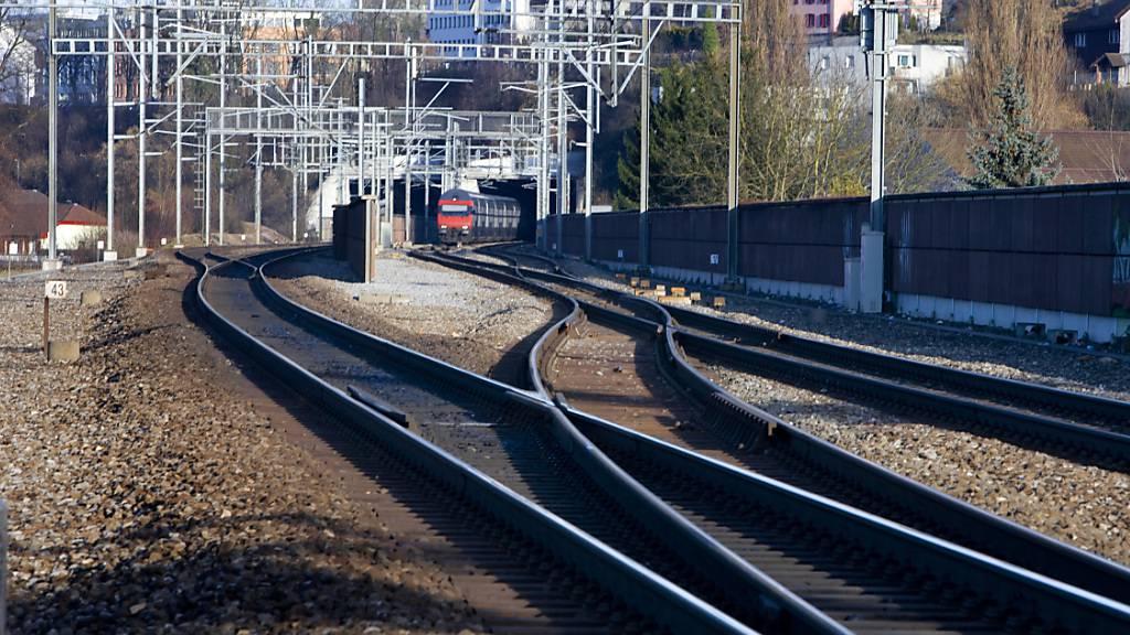 Im Bahnhof Däniken SO ist ein Zug am Donnerstagabend vorsorglich angehalten worden, da eine Bedrohungslage bestand. (Archivbild)