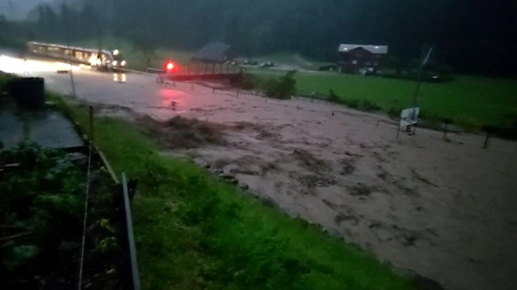 Schwere Unwetter in Nidwalden: Strassen gesperrt, dutzende Personen evakuiert