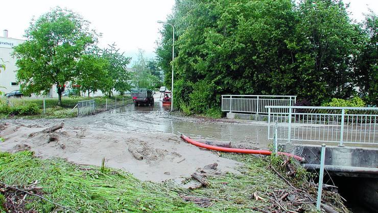 Überschwemmung: Der Giglerbach trat 2007 über die Ufer. Zurück blieb blieben Schlamm und Geschiebe. (sl)