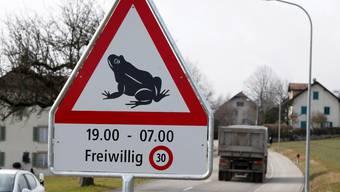 Achtung, Frosch! Diese Schilder stehen neu an der Lommiswilerstrasse in Bellach. Hanspeter Bärtschi