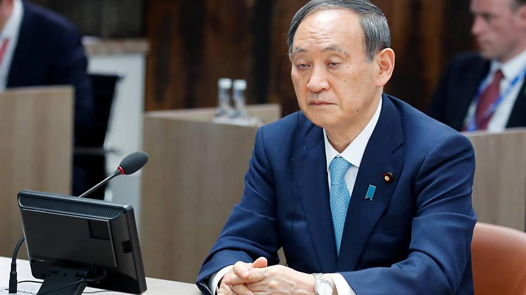 Yoshihide Suga, Premierminister von Japan, nimmt an einer Arbeitssitzung während des G7-Gipfels teil. Foto: Phil Noble/PA Wire/dpa