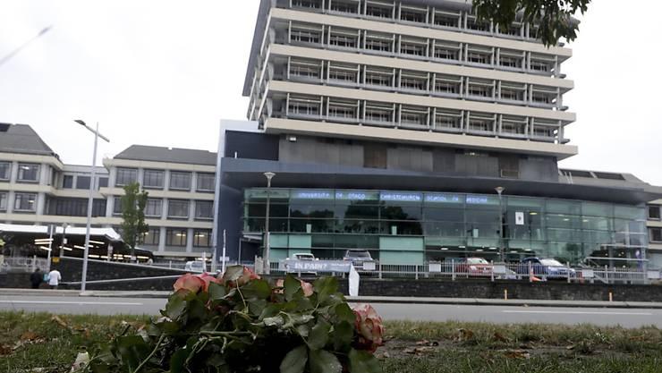 Im Gedenken an die Opfer der Moschee-Attacke: niedergelegte Blumen vor einem Spital in der neuseeländischen Stadt Christchurch.
