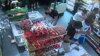 Überwachungskamera im Avec am Bahnhof Grenchen filmte die Randalierer von Roter Stern Belgrad