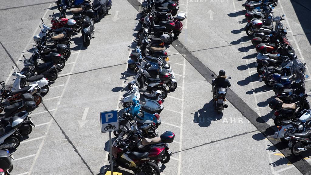 Parkgebühren für Motorräder und Roller – in Luzern bald möglich
