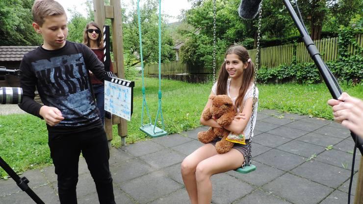 Von links Alexander Büttiker, Marcia Trümpler (Brille) und Lea Pfluger bei den Dreharbeiten.