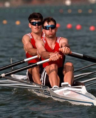 Holten den Olympiasieg 1996: Die St. Galler Brüder Michael (rechts) und Markus Gier. (AP  Photo/David J. Phillip)