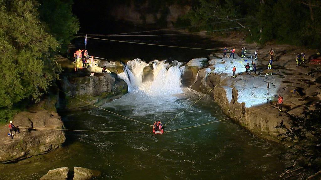 Henau (SG): Zwei Personen nach Unfall in Wasserfall vermisst