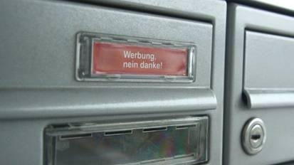 Auch dieser Briefkasten ist nicht vollkommen vor Werbung geschützt.