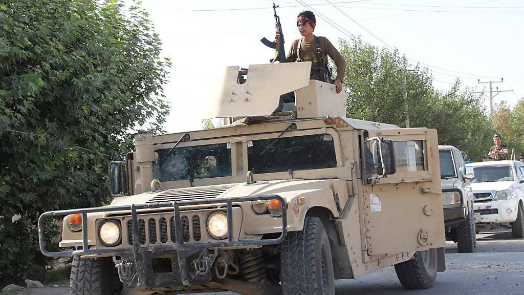 Patrouille der afghanischen Sicherheitskräfte in Kundus: Attacken der Taliban und anderer Extremisten haben die Opferzahlen der Armee im vergangenen Jahr in die Höhe schnellen lassen. (Archivbild)