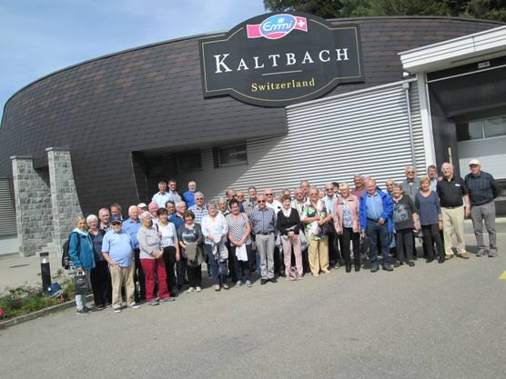 Gr. 2 vor dem Eingang der Käseveredelung Emmi Kaltbach