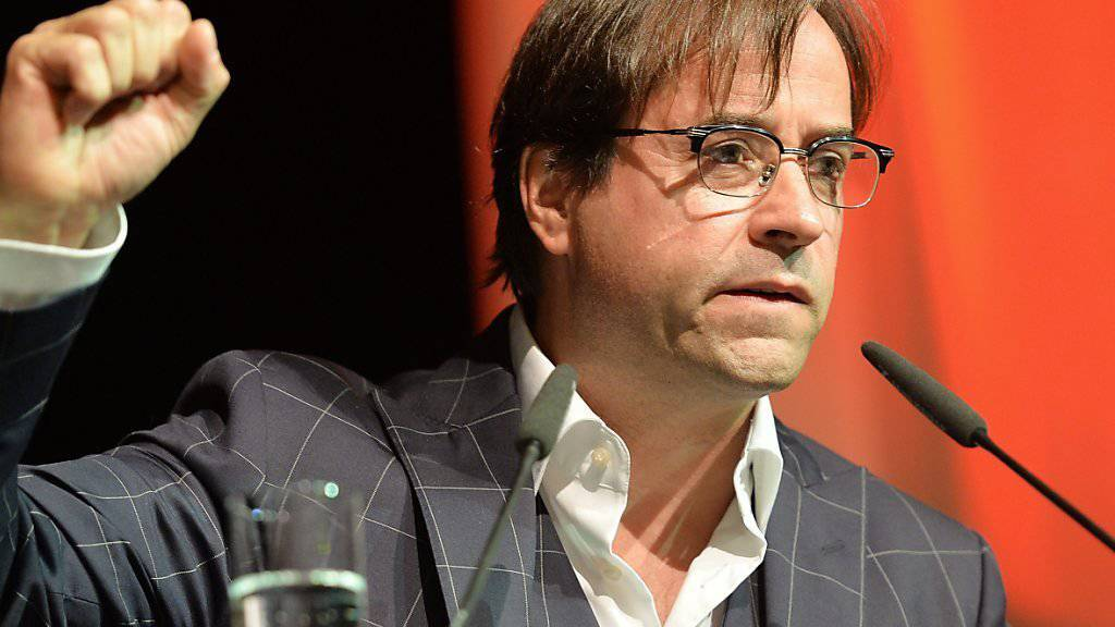 Jan Josef Liefers, der in einer TV-Serie einen Lehrer spielt, wäre seiner Ansicht nach für diesen Beruf ungeeignet gewesen: Ein Troublemaker wie er konnte nirgendwo anders unterkommen als im Theater (Archiv 2013).