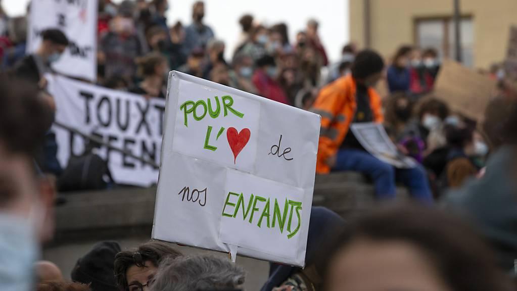 Am Donnerstag starten Regionalgruppen des Klimastreiks und diverse andere Organisationen ihre Nein-Kampagne zum CO2-Gesetz. (Archivbild)