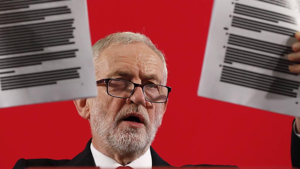 Labour-Chef Corbyn präsentiert ein Verhandlungspapier über den angeblichen Verkauf der NHS.