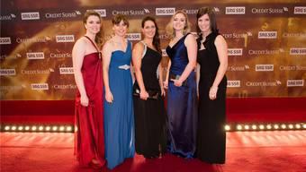 Das Weltmeisterteam mit Janine Greiner (ganz links) und Carmen Schäfer (Mitte) sowie Alina Pätz aus Urdorf (Zweite von rechts), Mirjam Ott (Zweite von links) und Carmen Küng (ganz rechts) an den Sport Awards im vergangenen Dezember.