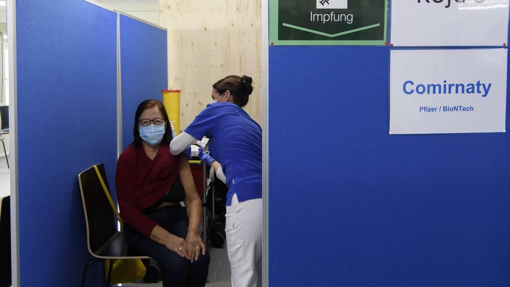 Die Kantone kämpfen derzeit noch mit Lieferverzögerungen des Impfstoffes von Biontech/Pfizer. (Symbolbild)
