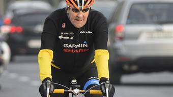 US-Aussenminister John Kerry kurvt auf dem Rennvelo um den Genfersee