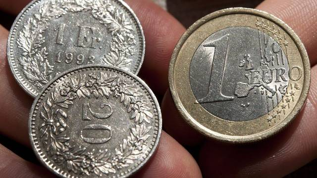 Die SNB hält weiterhin am Mindestkurs von einem Franken und zwanzig Rappen für einen Euro fest (Symbobild)