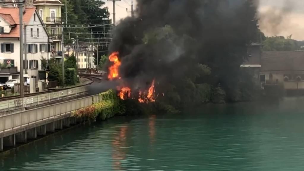 Wädenswil (ZH): Fahrzeugbrand fordert ein Todesopfer