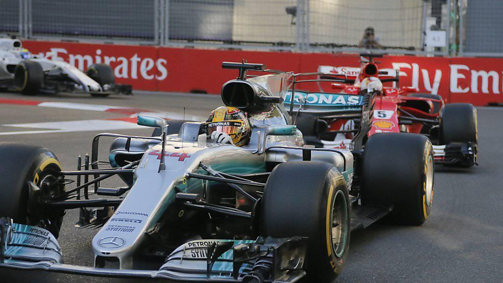 Lewis Hamilton (vorne) und Sebastian Vettel gerieten in Baku aneinander