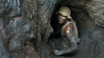 Ein Arbeiter in einer Cobaltmine im Kongo.