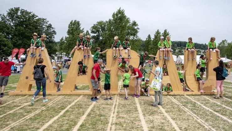 Die Jugi Rapperswil/BE posiert auf dem Festplatz