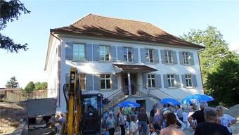 Freie Besichtigung: Bevölkerung von Möhlin sieht sich in der Villa Kym um.