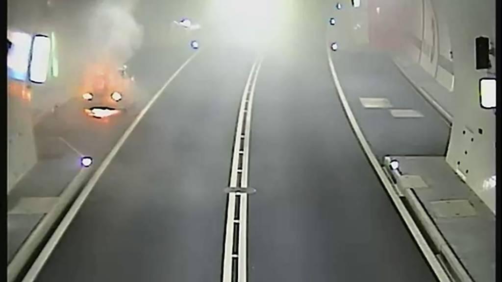 Auto im Tunnel Lungern komplett ausgebrannt