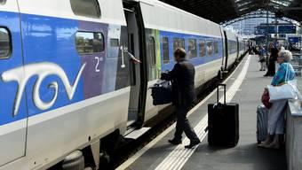 Ab 2018 soll es einfacher sein, Zugbillette ins Ausland zu kaufen. Keystone