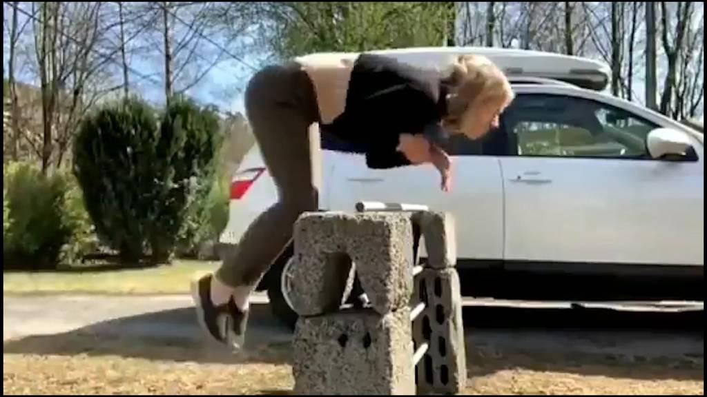 Skurriles Hobby: Diese Norwegerin galoppiert wie ein Pferd!