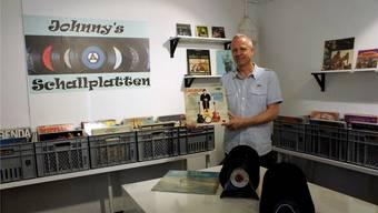 Christian Küng ist Fan von Schallplatten, die er nun im eigenen Laden verkauft.