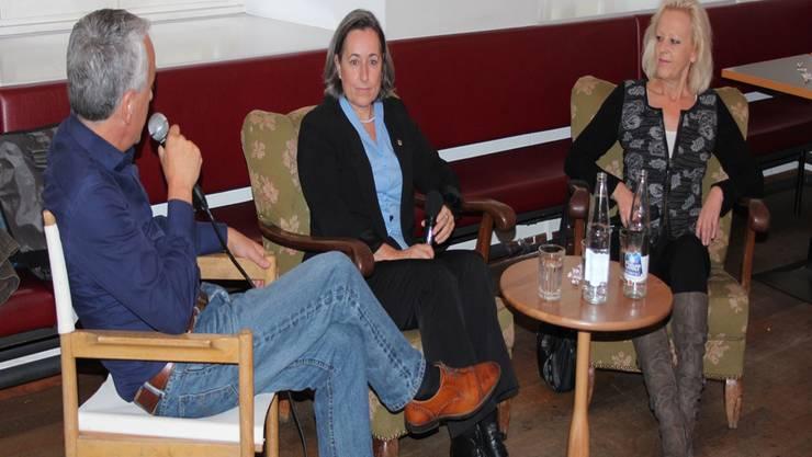 Wer sind sie? Walter Vogt im Gespräch mit Angelica Cavegn Leitner (Pro Aarau, Mitte) und Regina Jäggi (SVP). Kel